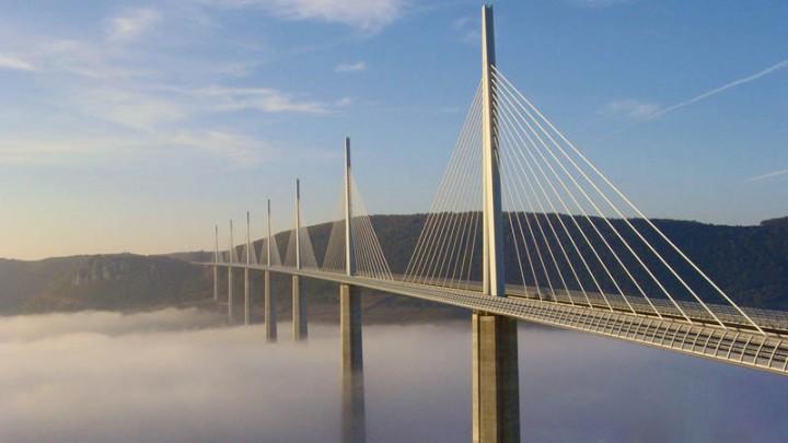 worlds-tallest-bridge-millau-viaduct-france-2