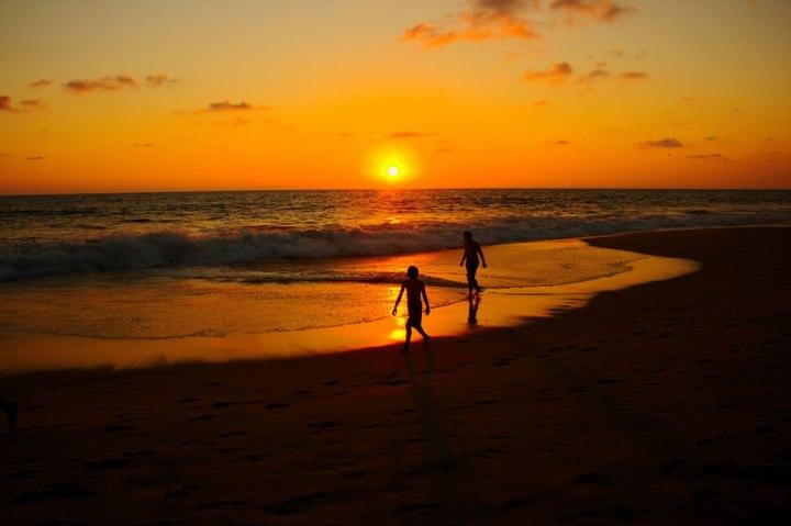 Acapulco-Sunset-Silhouettes-Shadows
