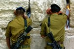 Soldiers-at-the-Wailing-Wall