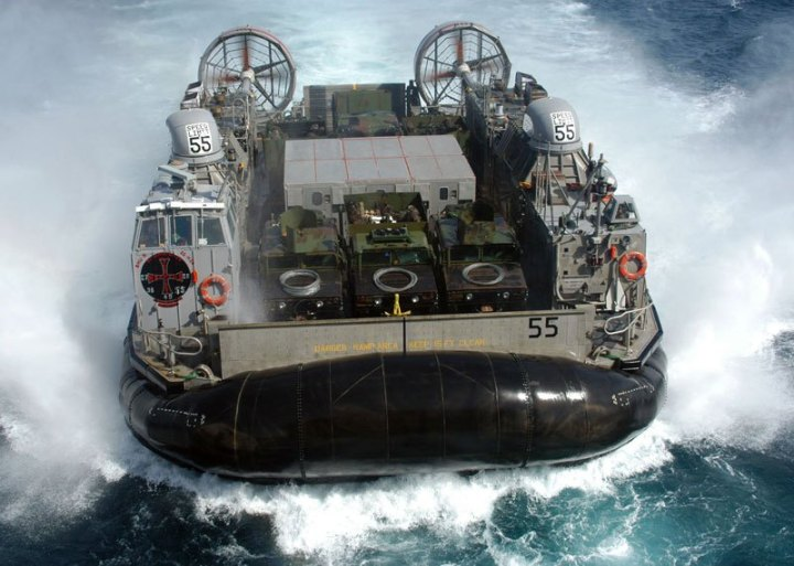 us_navy_combat-hovercraft-landing_craft_air_cushion_lcac