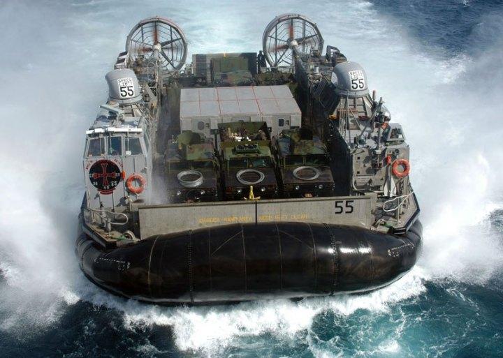 us_navy_combat-hovercraft-landing_craft_air_cushion_lcac