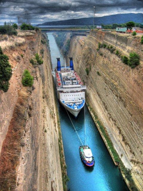 cruise-ship-going-through-corinth-canal