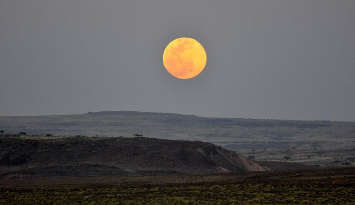 Full-moon-rising-over-Lake-Turkana-National-Parks