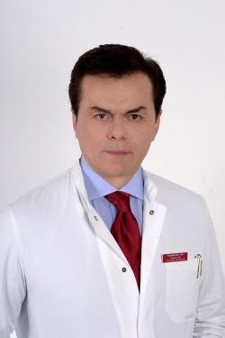 ο πλαστικος χειρουργός κ Αρης Νταμάγκας