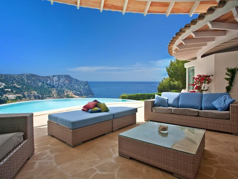 Luxury-villa-with-Spectacular-Sea-Views-in-Cala-Marmacen_p01