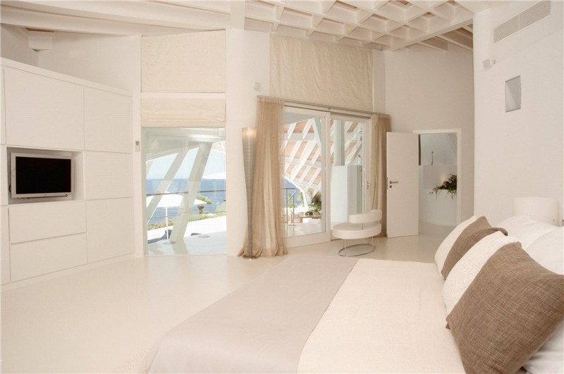 Luxury-villa-with-Spectacular-Sea-Views-in-Cala-Marmacen_p14