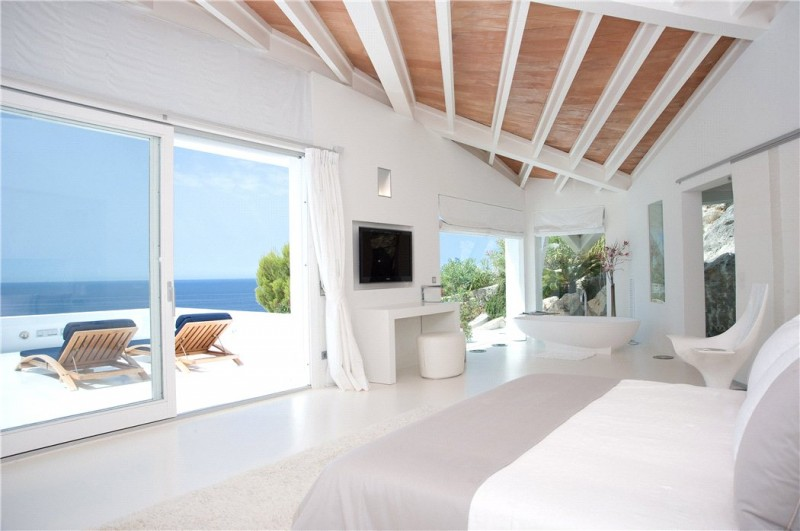 Luxury-villa-with-Spectacular-Sea-Views-in-Cala-Marmacen_p15