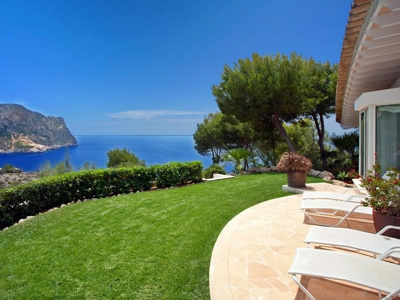Luxury-villa-with-Spectacular-Sea-Views-in-Cala-Marmacen_p18
