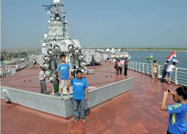 Tianjin-Aircraft-Carrier-Hotel_p17